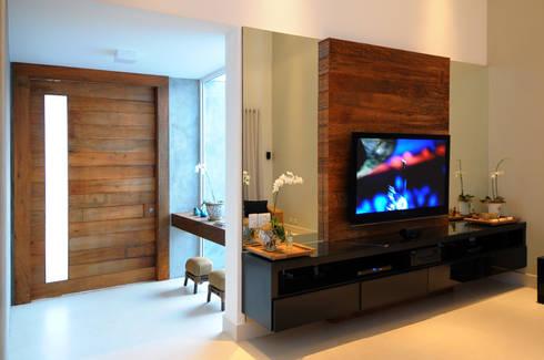 Residência CC: Salas de estar modernas por Cabral Arquitetura Ltda.