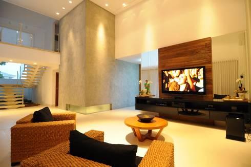 Espaço da sala de estar: Salas de estar modernas por Cabral Arquitetura Ltda.