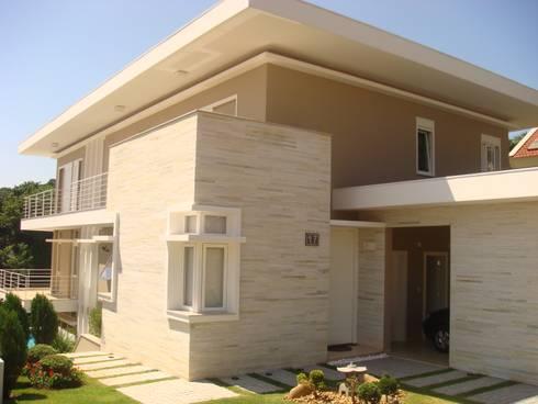 RESIDENCIA UNIFAMILIAR EM CASCAVEL PARANÁ: Casas modernas por LUIZE ANDREAZZA BUSSI INTERIORES+ CORPORATIVO