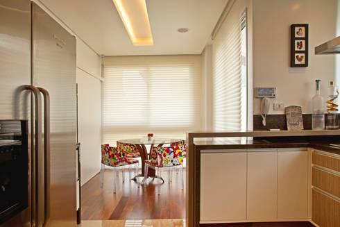 COPA E COZINHA INTEGRADAS: Cozinhas modernas por LUIZE ANDREAZZA BUSSI INTERIORES+ CORPORATIVO