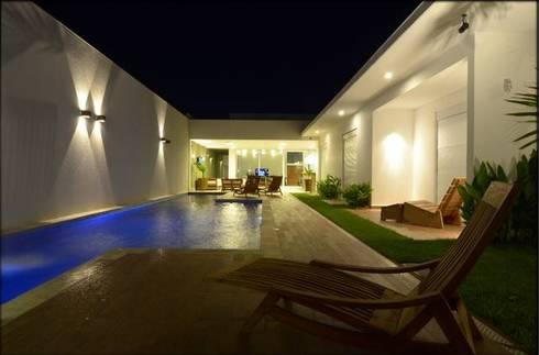 Residência RR: Piscinas modernas por Cabral Arquitetura Ltda.