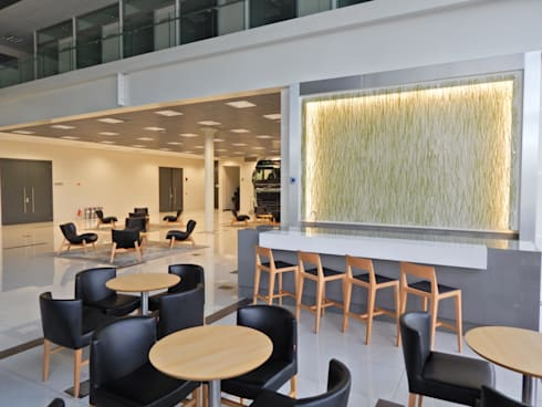 Cafe Customer Center: Locais de eventos  por LUIZE ANDREAZZA BUSSI INTERIORES+ CORPORATIVO