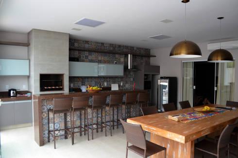 Casa Luciano: Terraços  por Lanzarq Arquitetura e Urbanismo