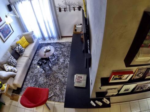 Detalhes Marcenaria: Sala de estar  por CORES - Arquitetura e Interiores