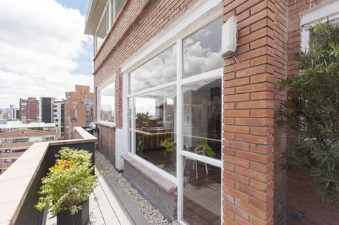 Remodelación de Apartamentos: Terrazas de estilo  por ODA - Oficina de Diseño y Arquitectura