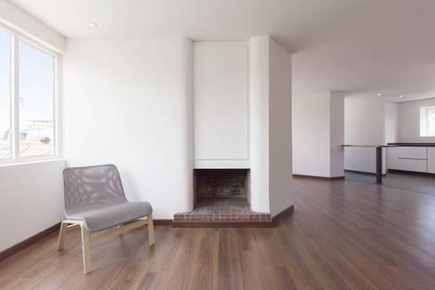 Remodelación de Apartamentos: Salas de estilo clásico por ODA - Oficina de Diseño y Arquitectura