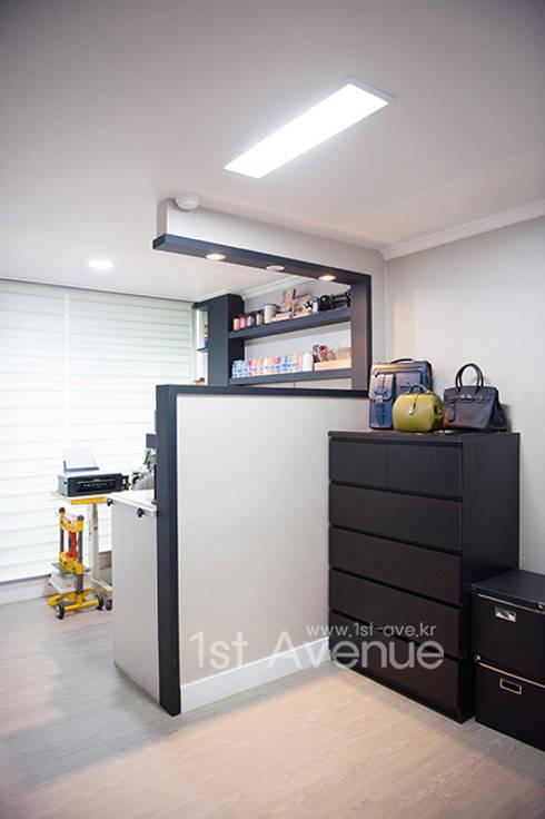 가구를 위한 모던인테리어 : 퍼스트애비뉴의  서재 & 사무실
