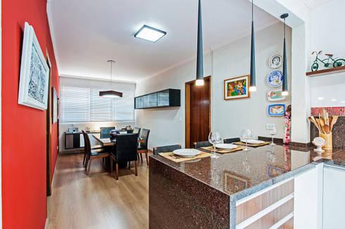 Apartamento 13: Cozinhas tropicais por Patrícia Azoni Arquitetura + Arte & Design