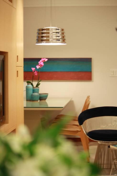 Nosso primeiro AP: Salas de jantar modernas por Coutinho+Vilela