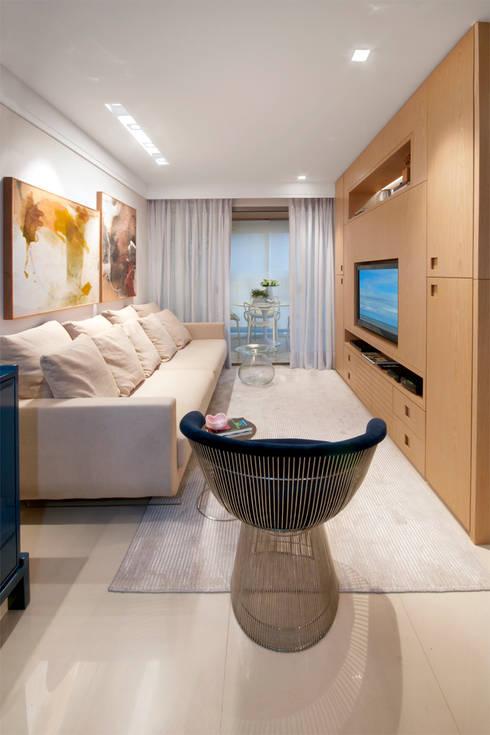 Nosso primeiro AP: Salas de estar modernas por Coutinho+Vilela