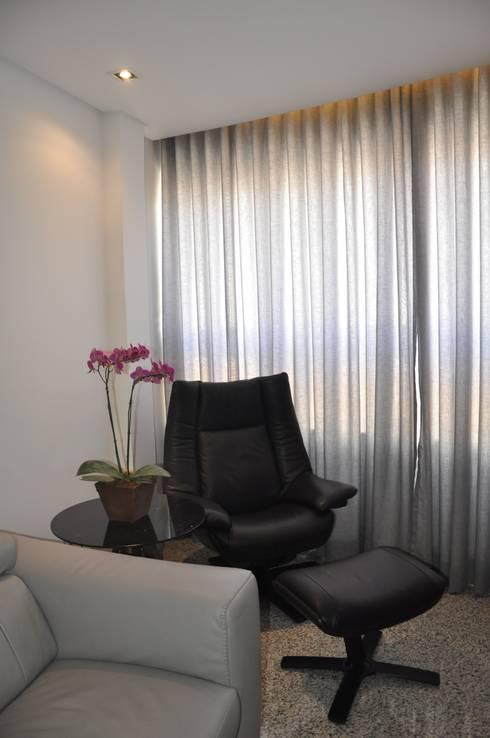Sala de estar: Salas de estar modernas por Novità - Reformas e Soluções em Ambientes