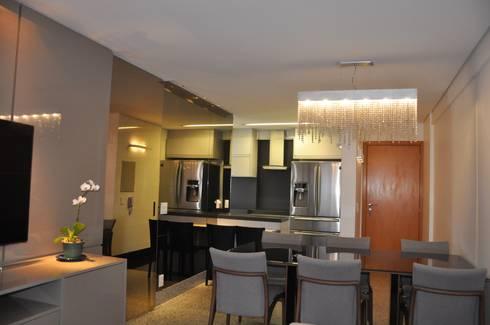 Sala de estar e jantar/ cozinha: Salas de jantar modernas por Novità - Reformas e Soluções em Ambientes