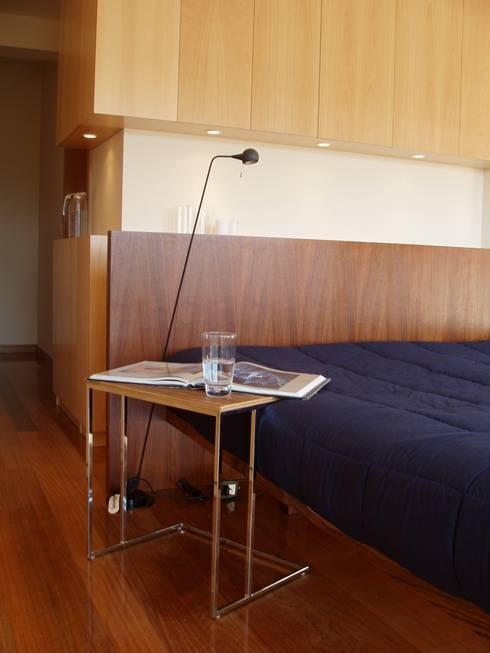 Suite: Quartos modernos por Inexistencia Lda