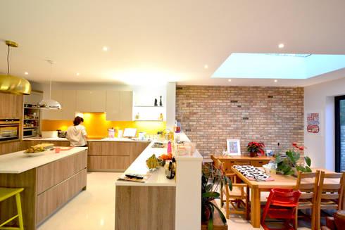 Grange Park, Enfield N21 | House extension: modern Kitchen by GOAStudio | London residential architecture