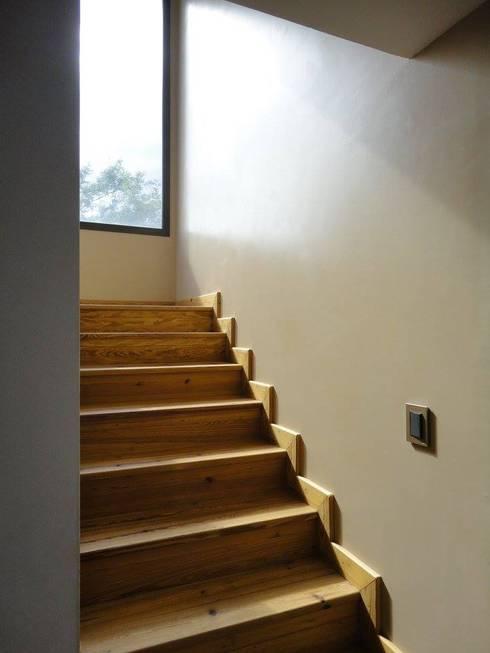 Obra Martin Pacheco: Pasillos y recibidores de estilo  por do+b Estudio de Arquitectura