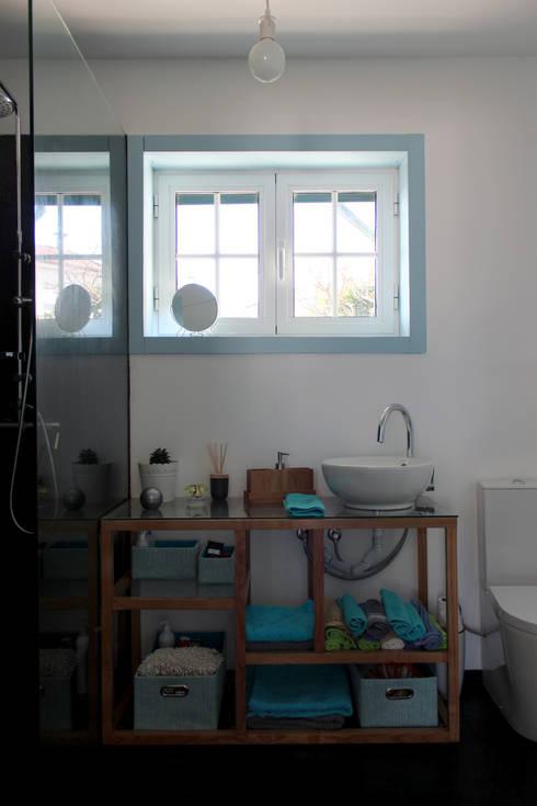 nu: Casa de banho  por crónicas do habitar