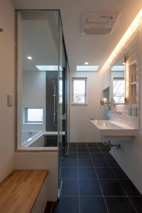 Phòng tắm by Sakurayama-Architect-Design