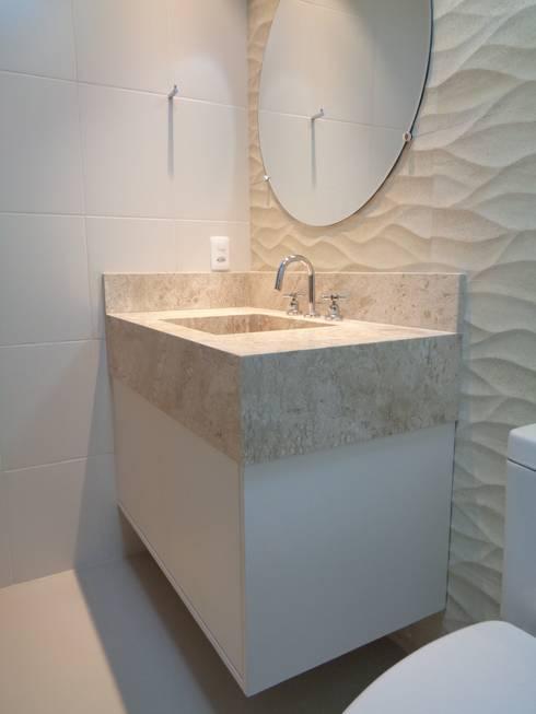 AMBIENTES BY MC3 & LIANE MARTINS: Banheiros modernos por MC3 Arquitetura . Paisagismo . Interiores