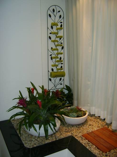 Giardino d'inverno in stile in stile Tropicale di MC3 Arquitetura . Paisagismo . Interiores