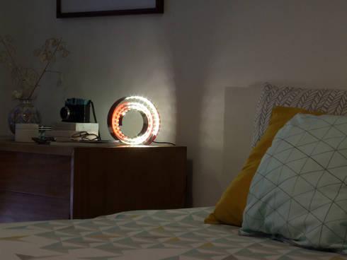 Bedroom: Quarto  por HR Design Studio