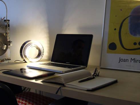 Office: Escritório e loja  por HR Design Studio