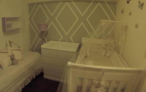 Vista general del cuarto bebe: Dormitorios infantiles  de estilo  por Demadera Caracas