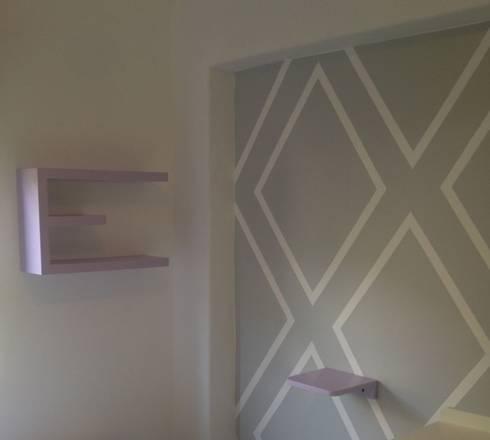 Detalle de repisas y pared: Dormitorios infantiles  de estilo  por Demadera Caracas