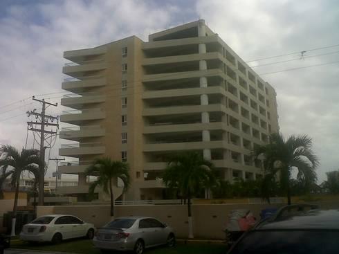 CONJUNTO RESIDENCIAL ABISAI SUITES: Casas de estilo moderno por Grupo JOV Arquitectos