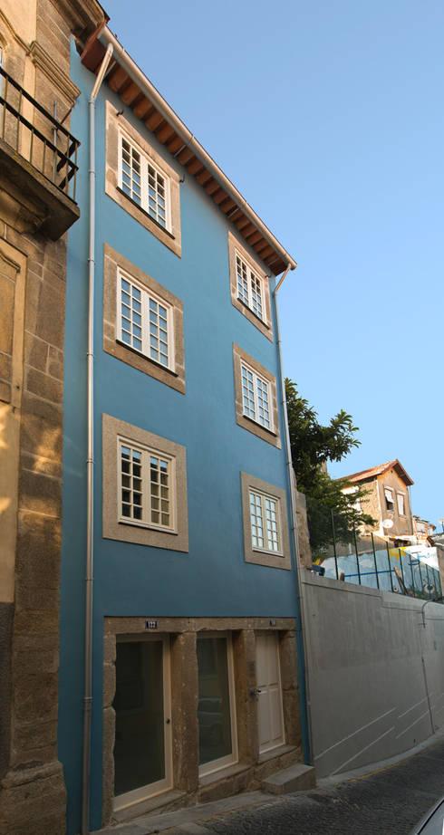 Case in stile in stile Moderno di Sandra Couto arquitectura