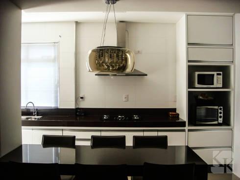 Apartamento Decorado - São José : Cozinha  por Karla Kétbe Arquitetura & Interiores
