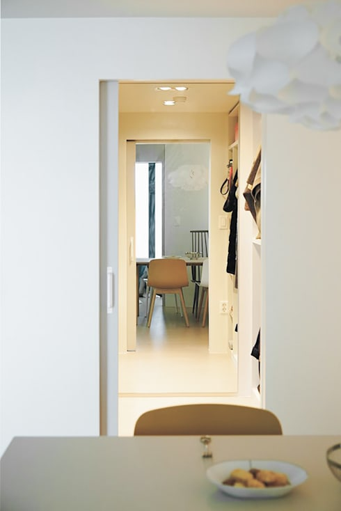 압구정 한양아파트: 샐러드보울 디자인 스튜디오의  복도 & 현관