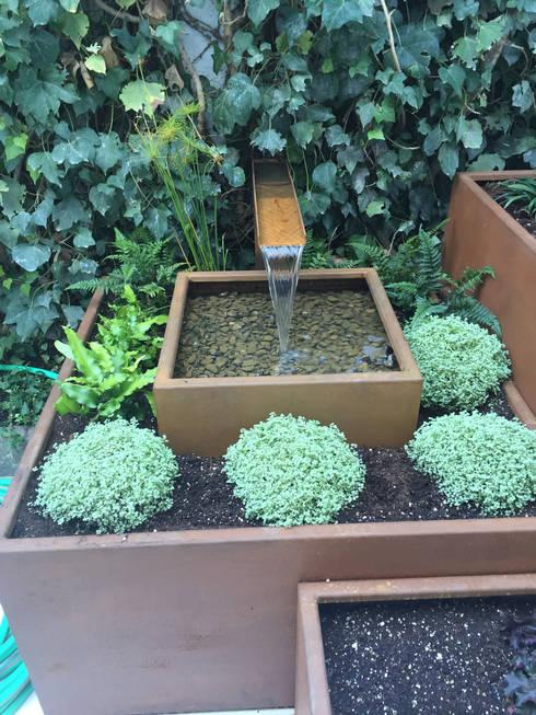 Jardines de estilo moderno por Irati Paisajismo