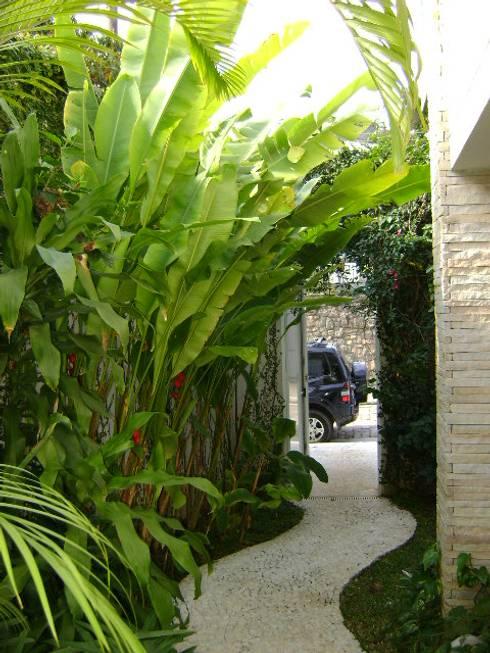 Jardin de style  par Eduardo Delphino Paisagismo