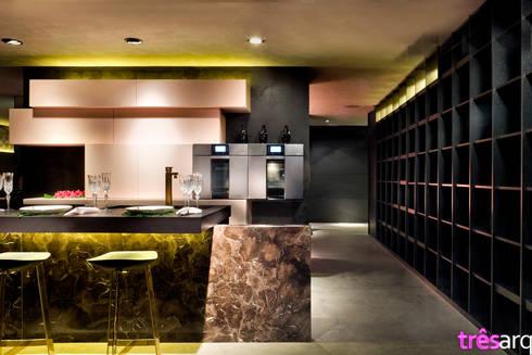 Cozinha nude: Espaços comerciais  por três arquitetura