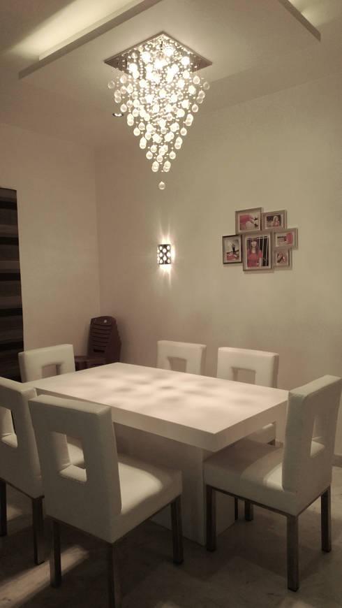 RESIDENTIAL INTERIOR, MYSORE. (www.depanache.in):  Dining room by De Panache  - Interior Architects