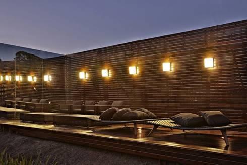 Casa Cor Minas 2011 | Deck Externo: Varanda, alpendre e terraço  por Piacesi Arquitetos