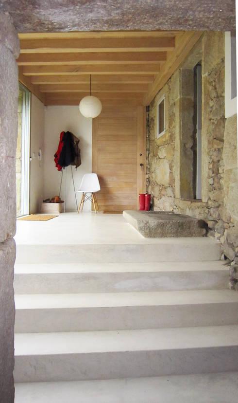 Koridor dan lorong by Ezcurra e Ouzande arquitectura