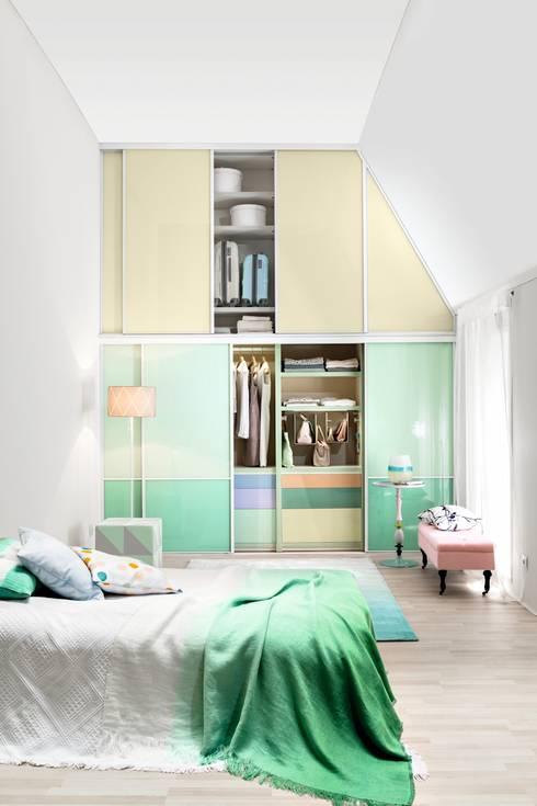 Dormitorios de estilo moderno por CABINET Schranksysteme AG