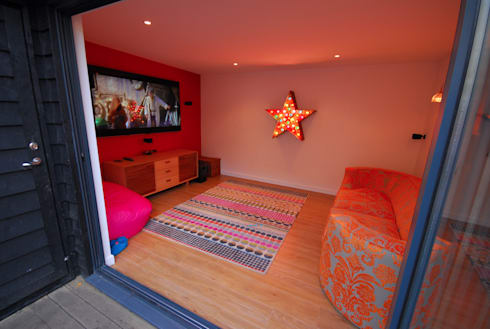 London TV Studio: modern Media room by Garden2Office
