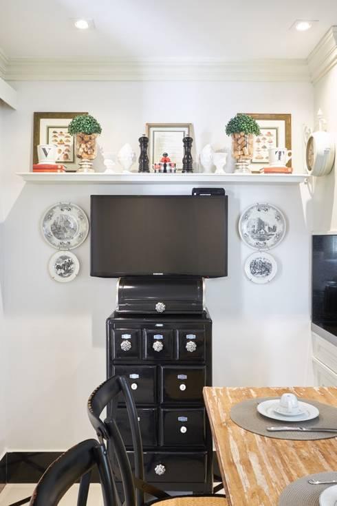 Cozinha: Cozinhas clássicas por Piloni Arquitetura