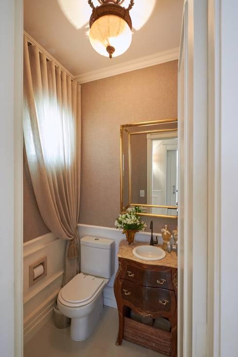 Lavabo: Banheiros clássicos por Piloni Arquitetura