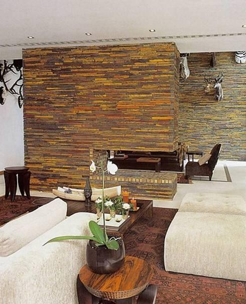 MORADIA SARILHOS GRANDES: Salas de estar modernas por Artica by CSS