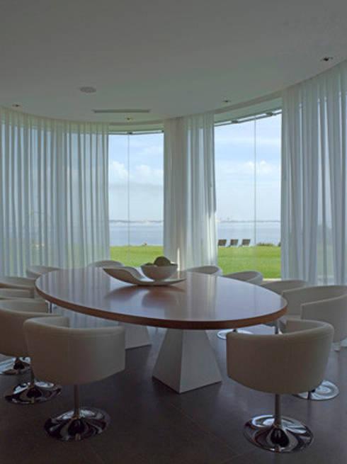 MORADIA TRÓIA: Salas de jantar  por Artica by CSS