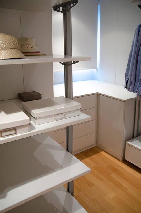 Projekty,  Garderoba zaprojektowane przez XIMO ROCA DISEÑO