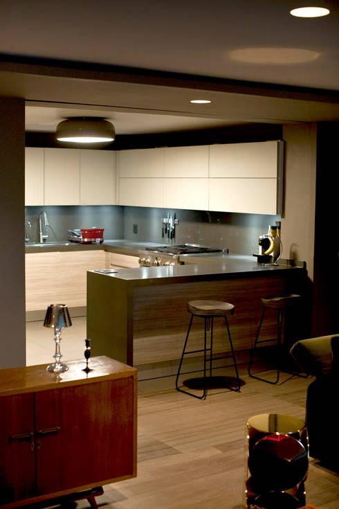 Departamento en Polanco I: Cocinas de estilo ecléctico por MAAD arquitectura y diseño