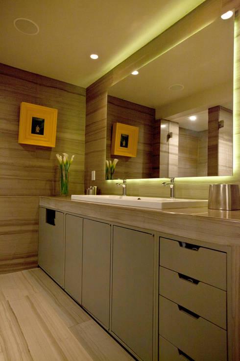 Departamento en Polanco I: Baños de estilo  por MAAD arquitectura y diseño