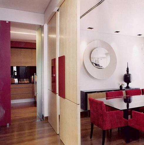 MORADIA BICESSE: Salas de jantar modernas por Artica by CSS