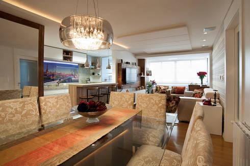 Contraste Elegante: Salas de estar modernas por Taísa Festugato Arquitetura