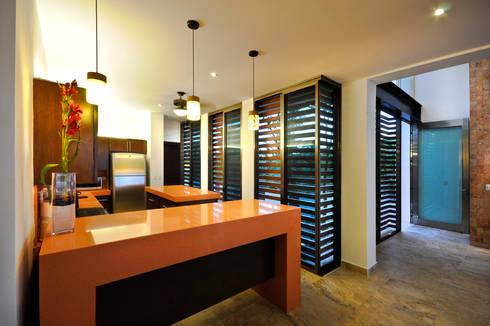 CASA HA-UAY: Cocinas de estilo moderno por LIZZIE VALENCIA arquitectura & diseño