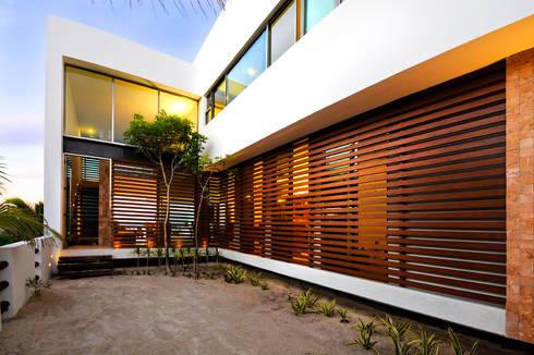 CASA HA-UAY: Casas de estilo moderno por LIZZIE VALENCIA arquitectura & diseño